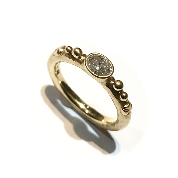 TINY MEDIEVAL OVAL BEZEL CROSS BAND